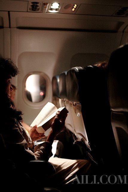 如何克服搭乘长途飞机的不适