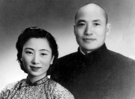 邓觉先,抗战时期国民政府陆军中将张振汉的妻子,妹妹叫邓觉慧。1932年,邓觉先同张振汉在长沙订婚时。1933年,张振汉和邓觉先在汉口结婚。结婚后,邓觉先怀上了女儿张南郡,后又在汉口生了儿子张天佑。1947年,邓觉到上海。1950年,张振汉到湖南省,参加长沙市政府工作,邓觉先跟随到长沙。