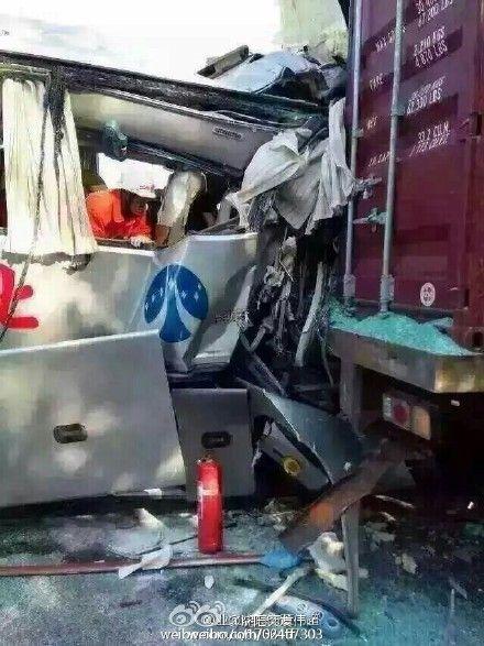 发往沈阳大客发生车祸 乘务员已死亡