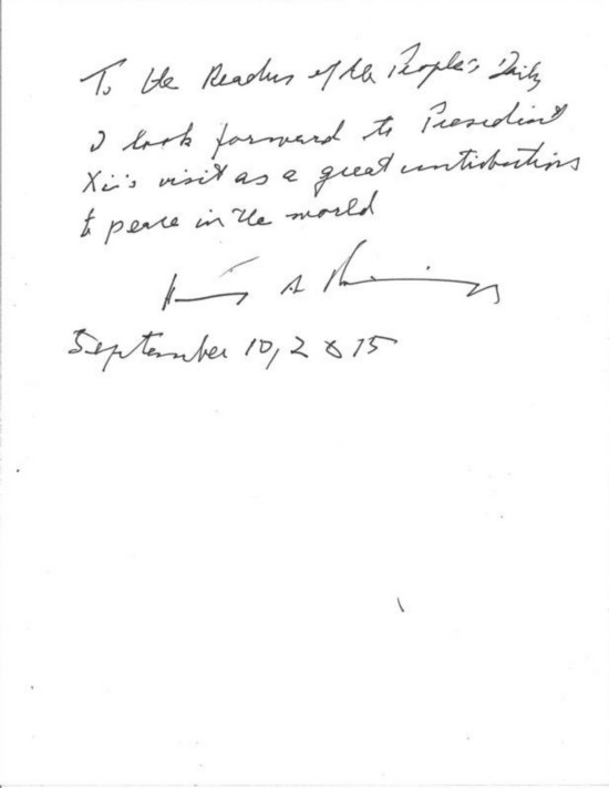 图为基辛格为人民日报读者题词: 致人民日报读者: 我期待着习主席的访问将为世界和平做出重大贡献。 亨利・A・基辛格 2015年9月10日