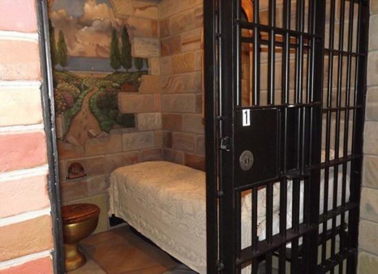 美监狱旅馆独具创意游客络绎不绝