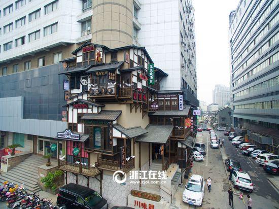 杭州街头现动漫式阁楼