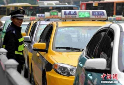 """多地出台出租车改革新政 减免""""份子钱""""成趋势"""