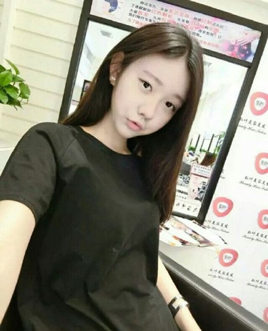 《变形计》拜金男高畅16岁小女友曝光 皮肤白嫩显清纯