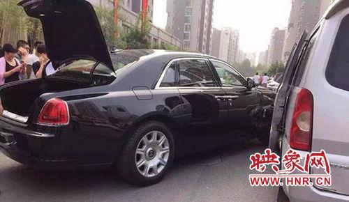 郑州面包车撞坏宾利担全责 维修费超10万