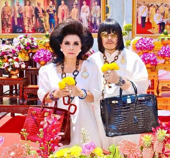 泰国母子炫富成瘾 怎么贵怎么来