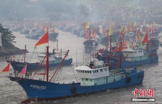 """浙江石浦港""""千舟竞发""""出海开渔 场面壮观"""
