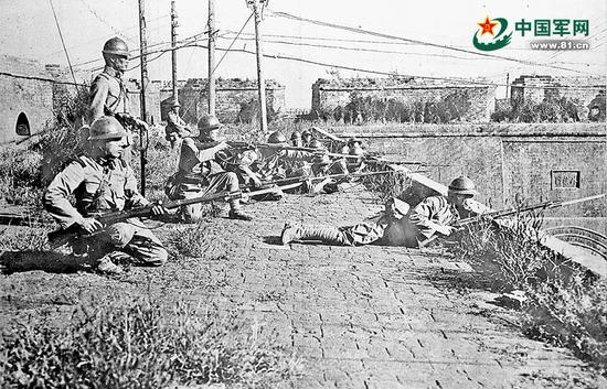 1931年9月19日凌晨,日军在沈阳外攘门上向中国军队进攻。