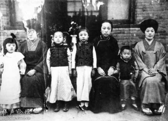 张学良、赵氏、日本领事夫人-张作霖罕见家族照 六个漂亮女儿 八个帅图片