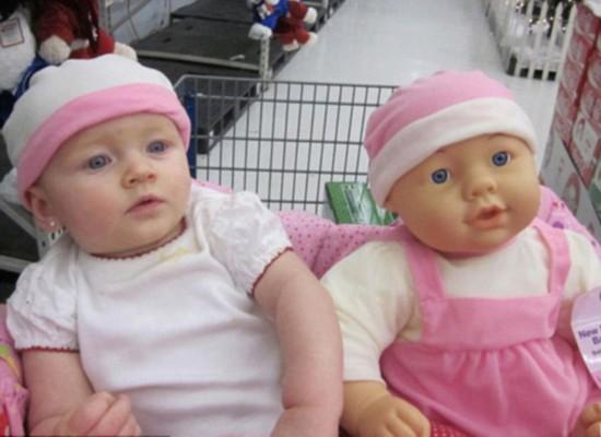 宝宝们与其二重身玩偶合照走红网络【2】