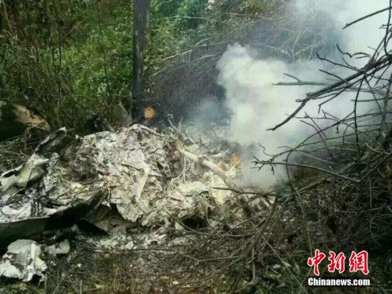 广西三江境内一架直升机坠毁两人死亡