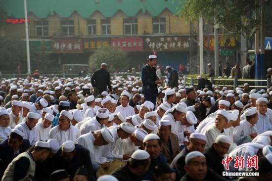 青海西宁逾15万穆斯林民众会礼 喜迎古尔邦节