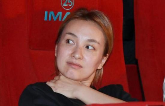 组图:吴昕发布会大胆素颜示人 网友赞其够胆量