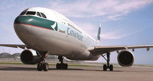 国泰客机引擎着火传巨响急降巴厘无人受伤