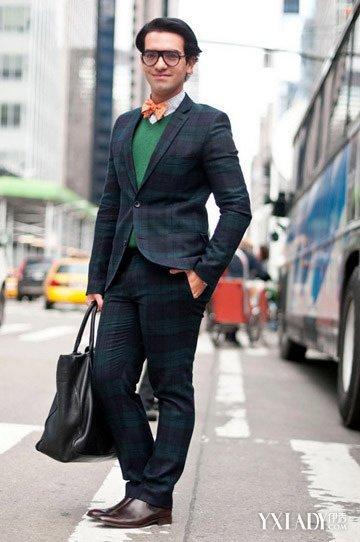 女蓝色格子衬衫搭配_男士格子西装搭配出英伦风 时尚秘密为你揭开--时尚--人民网