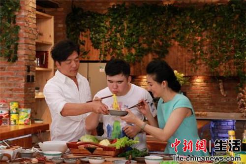 家常厨神之秦勇:父子打造联手纯天然美食明星美味吴川市的图片