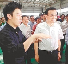 李克强总理在河南保税物流中心与电商交流