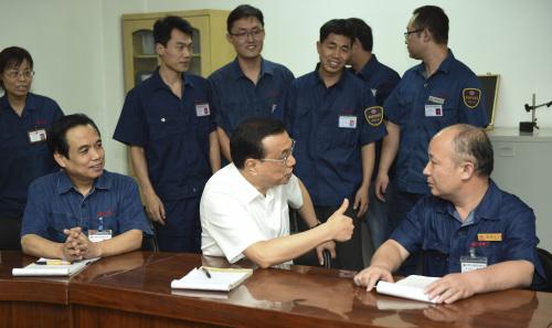 李克强洛阳问创新说创客工人称赞专注、专业