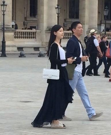 刘强东奶茶妹妹十一在澳洲举行婚礼 刘强东章