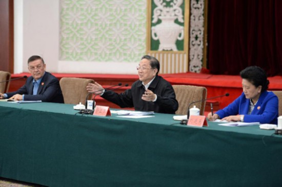 Yu Zhengsheng (C), chairman of the National Committee of the Chinese People's Political Consultative Conference (CPPCC), speaks while hearing a work report by Xinjiang Party and government, in Urumqi, northwest China's Xinjiang Uygur Autonomous Region, Sept. 30, 2015. (Xinhua/Zhang Ling)