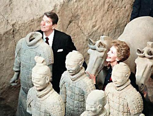 美国总统里根和夫人南希参观陕西秦始皇陵兵马俑.-珍贵照片 那些图片