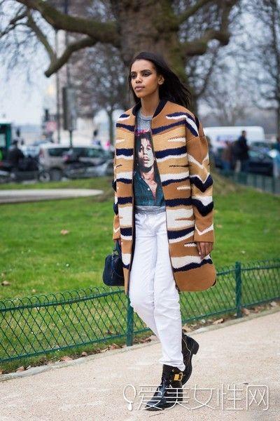 今年火热的焦糖色大衣该如何穿搭?