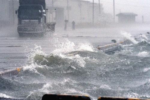 暴雨中的北海道街道。