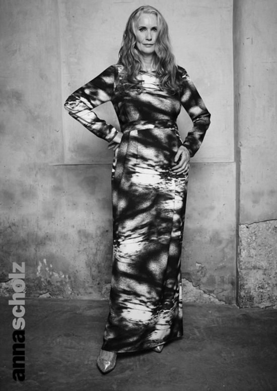 英妇人55岁当模特自信拍摄黑白时尚大片