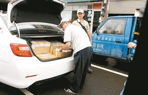 男子冒用他人身份买秋蟹假汇款警员扮送货员逮人
