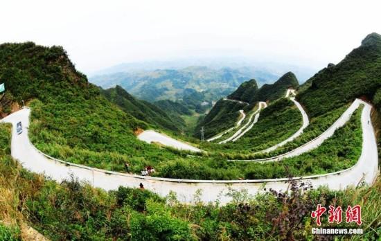 组图:重庆45道拐山路 相对高差550米