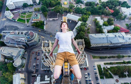 俄罗斯小伙156米高楼边缘惊险拍美景【3】