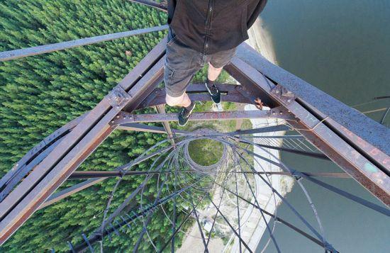 俄罗斯小伙156米高楼边缘惊险拍美景【13】