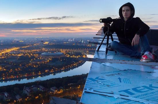 俄罗斯小伙156米高楼边缘惊险拍美景【7】