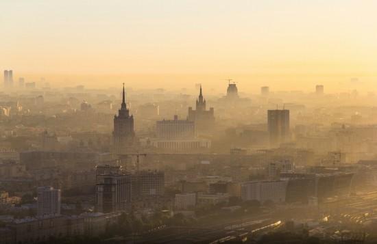 俄罗斯小伙156米高楼边缘惊险拍美景【32】