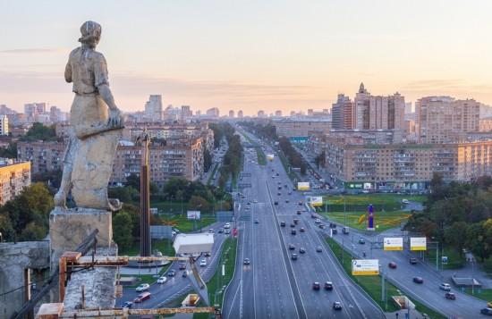 俄罗斯小伙156米高楼边缘惊险拍美景【25】