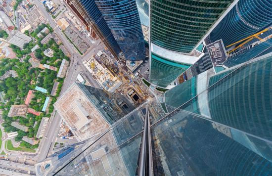 俄罗斯小伙156米高楼边缘惊险拍美景【5】
