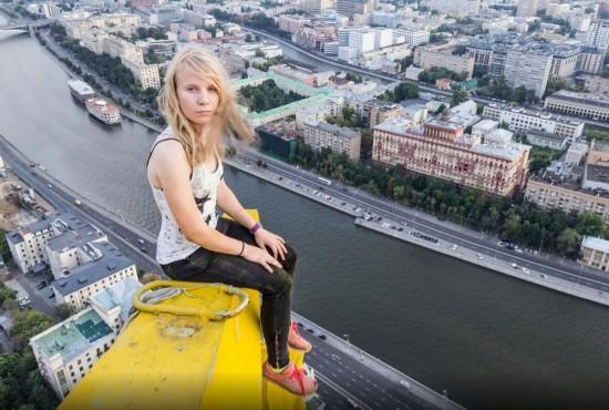 俄罗斯小伙156米高楼边缘惊险拍美景【18】