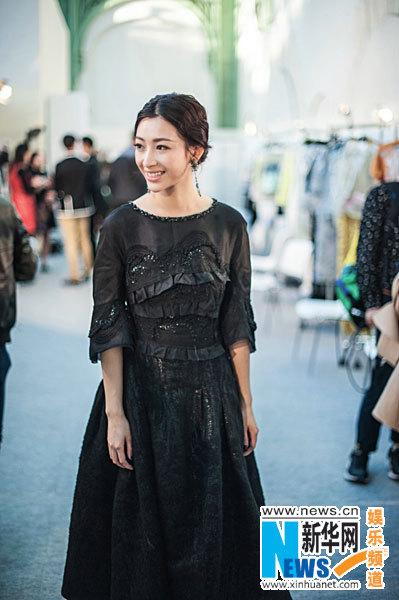 温雅巴黎时装周受追捧 被赞中国最美IT Girl