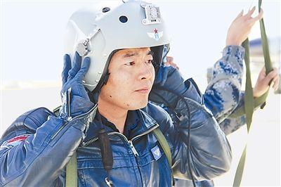 歼10坠机飞行员198秒生死抉择:真想带回飞机