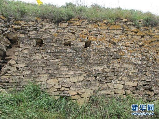 """(XHDW)(1)中国最大史前石城的墙体上有""""眼睛"""""""