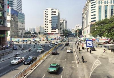 地铁一号线东街口站还保留部分围挡-福州闹市多数围挡将全面拆除 万