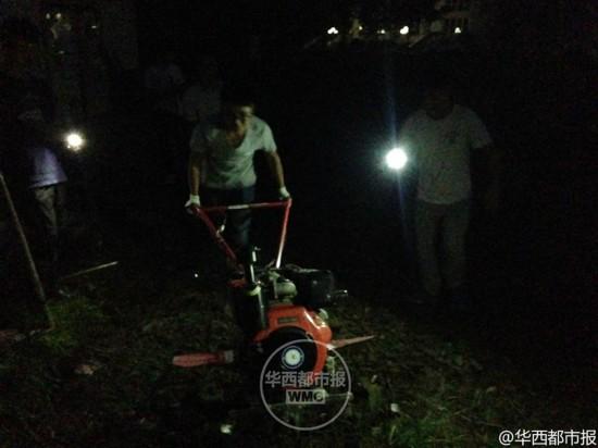 高校开种田必修课 学生夜里打电筒抢种油菜