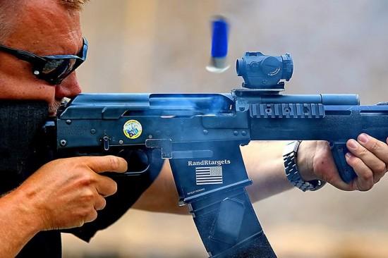 世界霰弹枪射击锦标赛在意举行 赛魔改版AK抢