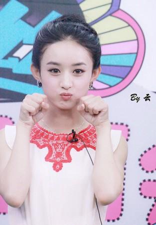 赵丽颖28岁生日大眼呆萌惹人爱 生活照美翻