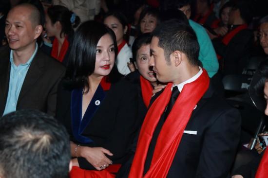 赵薇黄晓明主持北影校庆晚会私语 刘亦菲遭女粉丝近身狂拍