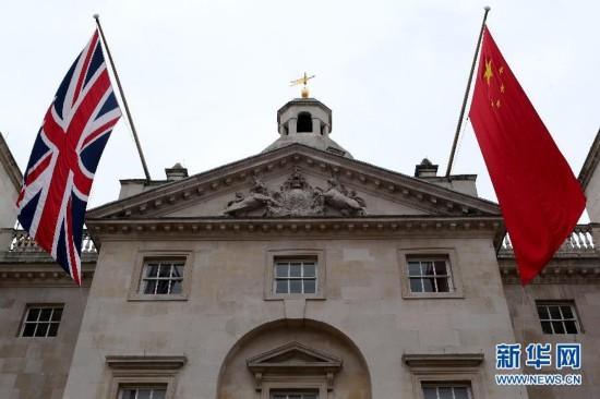 (国际・出访配合)(3)中英两国国旗悬挂在伦敦街头