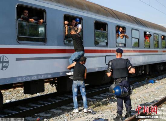 欧洲难民危机:克罗地亚开放边境 难民处境困难