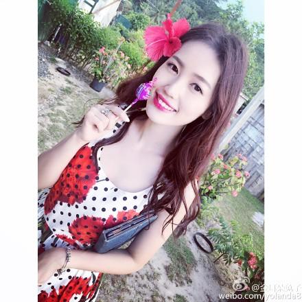 王宝强妻子马蓉晒美照穿低胸长裙唇红肤白(图)
