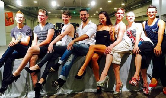 奥地利掀男性穿高跟鞋风潮 舞蹈老师开课教授