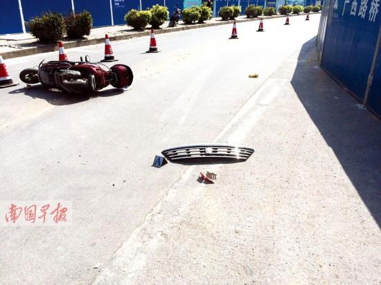 台湾高雄3车连环撞车祸致3伤 1辆电动车断成两半